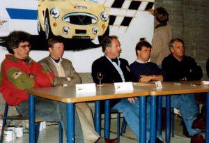 Oprichting DHC, november 1991 met (vlnr) Mark Schmidt, Gijs van Lennep, Rinus Sinke, Mike van Thiel, Gerrit Frieman. De schilderende kunstenaar is Jaap Sinke.